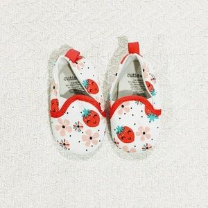 🍓 NWOT adorable baby shoes for 3-6mo! 🍓